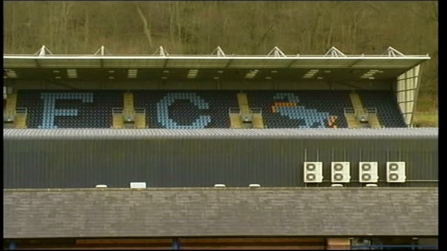 wycombe wanders football ground and players training session england buckinghamshire wycombe ext wycombe wanderers football ground / ticket offices /... - stabilimento sportivo video stock e b–roll