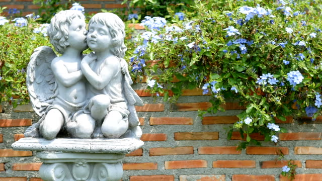 amor-statue im garten - dekoration stock-videos und b-roll-filmmaterial