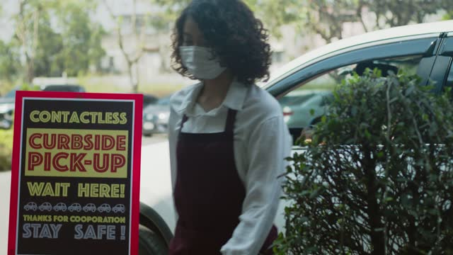 curb side pick up.store worker smiling to prepare and hold foods - capital letter stock videos & royalty-free footage