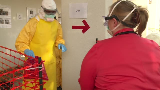 cured patient exit signage pan as health care workers train and learn how to deposit biohazard bags at cdc's center for domestic preparedness - bundesgesundheitsamt der usa stock-videos und b-roll-filmmaterial