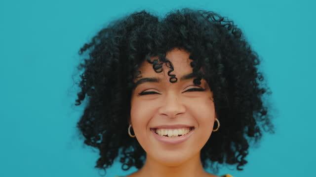 vidéos et rushes de boucles et confiance, un combo tueur - black background