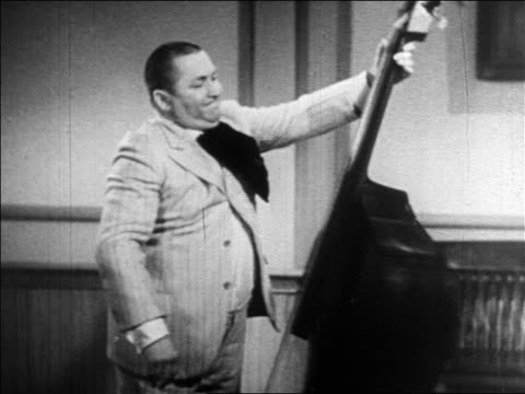 vídeos y material grabado en eventos de stock de curly of the 3 stooges spinning double bass / feature - abdomen humano