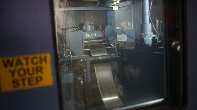 currency is manufactured at the denver mint in denver, colorado. u.s. on wed october 28, 2015 shots close up shots of various machines used to... - 造幣機械点の映像素材/bロール