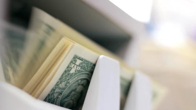 vídeos y material grabado en eventos de stock de moneda-máquina de contar - manojo