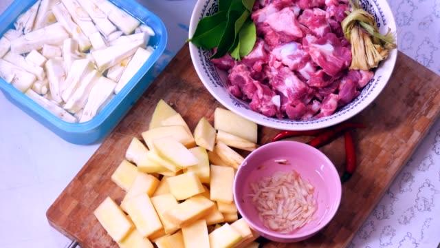 stockvideo's en b-roll-footage met curry ingrediënten - curry powder