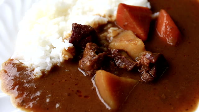 カレーと日本スタイルライス - カレー料理点の映像素材/bロール