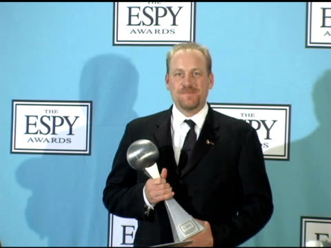 curt schilling at the 13th annual espy awards press room at the kodak theatre in hollywood, california on july 14, 2005. - ドルビー・シアター点の映像素材/bロール