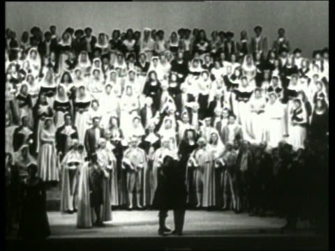b/w curtain beginning to close on people on stage / vienna opera / no sound - オペラ座点の映像素材/bロール