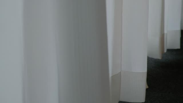 カーテンムーブメントスローモーション - カーテン点の映像素材/bロール