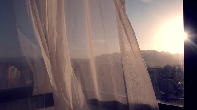 stockvideo's en b-roll-footage met gordijn met mooi zonlicht - gordijn