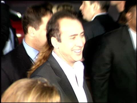 vidéos et rushes de curtis hanson at the 'adaptation' premiere on december 3, 2002. - s'adapter