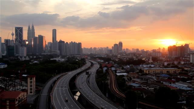 マレーシア、クアラルンプール lumper スカイラインの s 曲線道路 - クアラルンプール点の映像素材/bロール