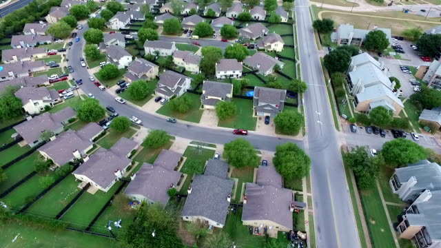 curved modern development aerial above homes and houses in suburb new modern development in central texas outside of austin, tx - modern rock stock videos & royalty-free footage