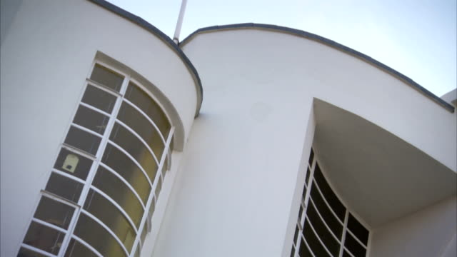 curved surfaces reflect the art-deco style of the zoroastrian centre on rayners lane in london. available in hd. - アールデコ点の映像素材/bロール