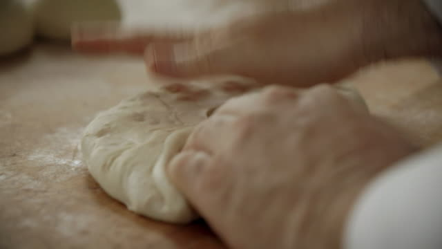 cus baker kneading dough into balls - pane a lievito naturale video stock e b–roll