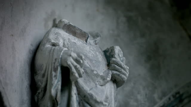 cus damaged figurines in ely cathedral - decapitated stock videos & royalty-free footage