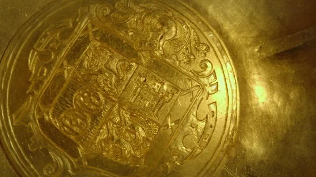 cus gold from shipwreck treasure - 古代の遺物点の映像素材/bロール