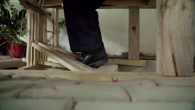 cus weaving silk on wooden loom - seide stock-videos und b-roll-filmmaterial