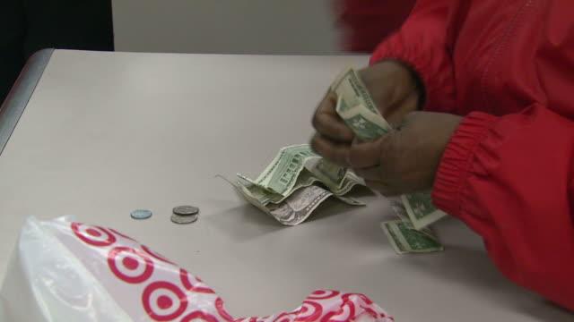 zi customer giving money to a cashier in a target store and receiving change / united states - bordsyteinspelning bildbanksvideor och videomaterial från bakom kulisserna