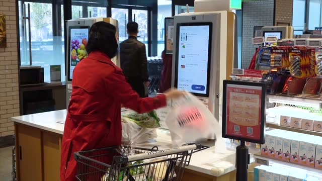 customer pays at the automatic cashier at jd.com's seven fresh supermarkets, managed by the e-commerce giant, on november 11 in beijing, china.... - paying stock videos & royalty-free footage