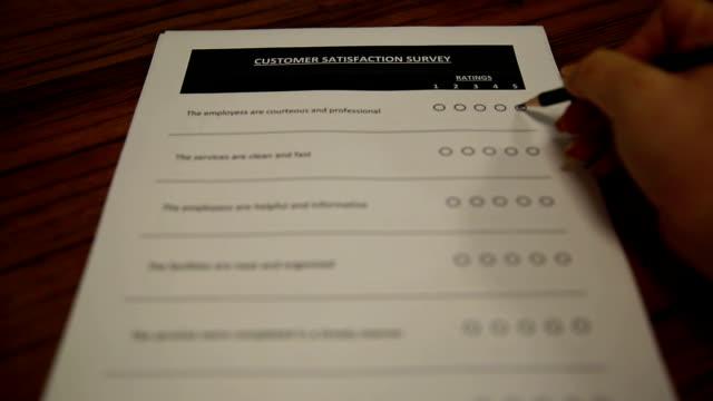 kundendienstfragebogen - kunden orientiert stock-videos und b-roll-filmmaterial