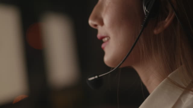 customer support representative consulting clients online - sales occupation stock videos & royalty-free footage