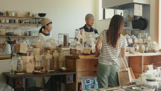 ws- customer talking to staff in a japanese zero waste bulk shop - raw food stock videos & royalty-free footage