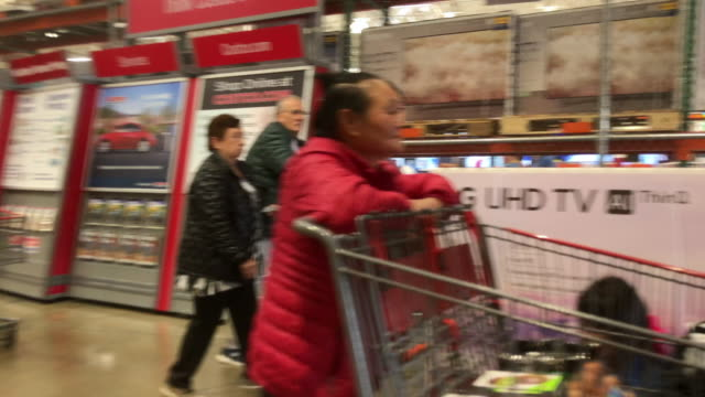 customer with large tv set box exit costco - black friday stock videos & royalty-free footage