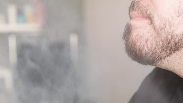 vídeos y material grabado en eventos de stock de cu customers and sales people at the vapor shark store which sells electronic cigarettes on april 24 2014 in miami florida brandon leidel ceo... - vender