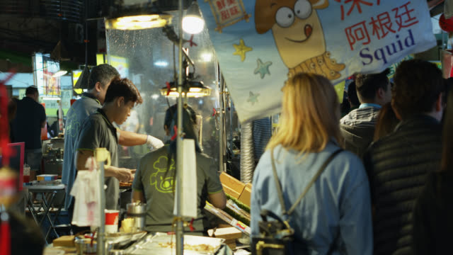 Customers and Vendors at Raohe Night Market