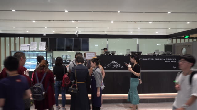 customers are lined up in a luckin coffee store in beijing daxing international airport. on the evening of may 17, lucking coffee officially listed... - chain store stock videos & royalty-free footage