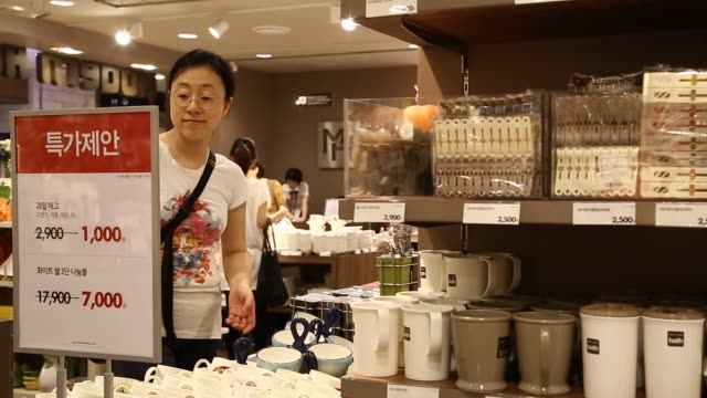 customers at the hyundai ipark mall department store an affiliate of hyundai development co engineering construction in seoul south korea male and... - kitchenware department stock videos and b-roll footage