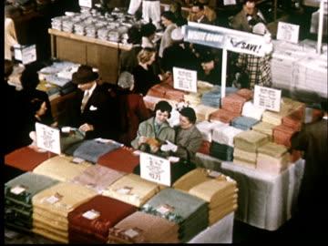 vídeos y material grabado en eventos de stock de ms, ha, customers browsing in department store - gran almacén