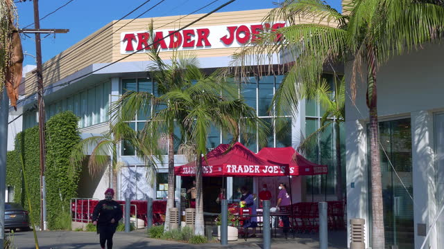 customers coming to trader joe's grocery food store in los angeles, california, 4k - chain store stock videos & royalty-free footage