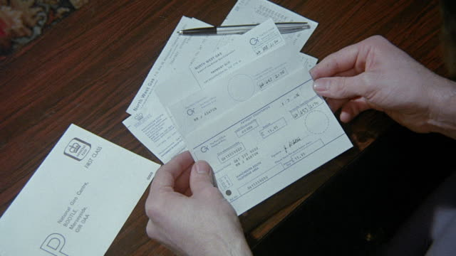 MONTAGE Customers reviewing their statements and paying bills / United Kingdom