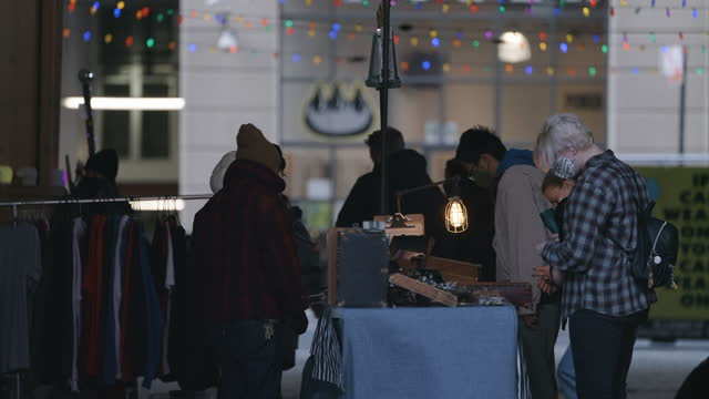 customers shop at the brooklyn flea on december 5 in dumbo, brooklyn. the holiday season sees new york city grappling with deep and protracted... - mercato delle pulci video stock e b–roll