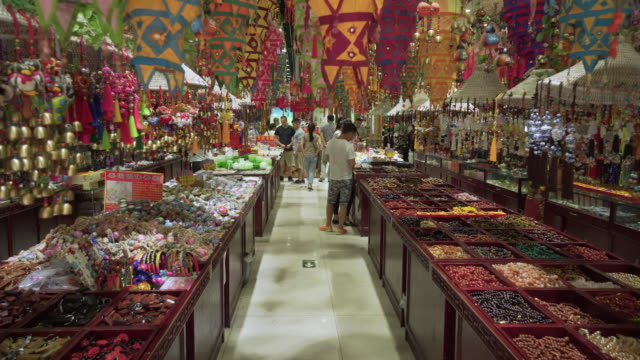 customers shopping for decors at supermarket - beijing, china - variation bildbanksvideor och videomaterial från bakom kulisserna