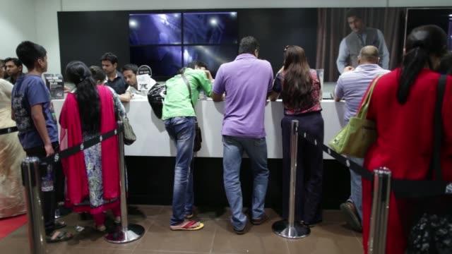 ws customers wait at checkout counters ws customers queue at checkout counters ws sales staff assist customers at checkout counters ws customers make... - 列に並ぶ点の映像素材/bロール