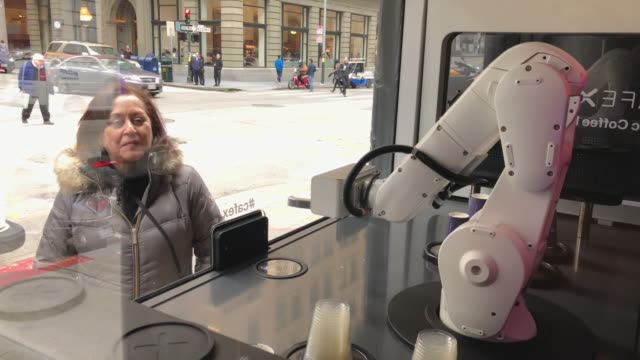 stockvideo's en b-roll-footage met customers watch as a robotic barista makes coffee drinks at cafe x on february 12, 2019 in san francisco, california. cafe x is one of several food... - 40 seconds or greater