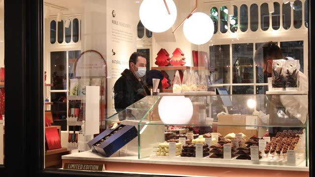 customers wearing masks are seen being served in a patisserie shop as covent garden welcomes back shoppers and diners after uk lockdown at covent... - sweet food stock videos & royalty-free footage