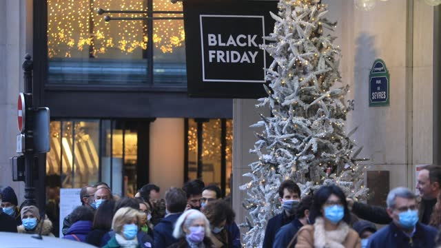 customers wearing surgical mask wait to enter the prestigious 'bon marche' department stores during the period of christmas shopping and black friday... - gourmet stock videos & royalty-free footage