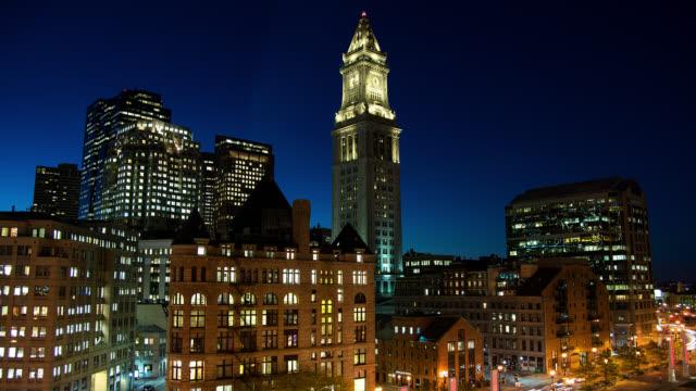 t/l customs house clock tower at night - マサチューセッツ州 ボストン点の映像素材/bロール