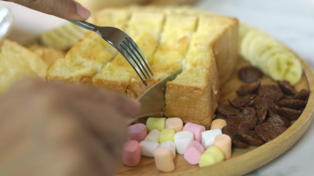 cut butter bread with knife - ready meal stock videos & royalty-free footage