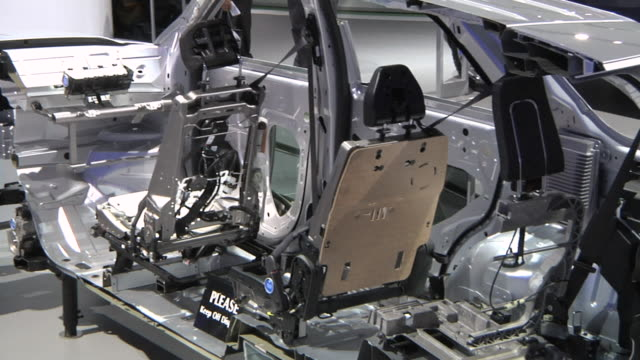 cu pan cutaway of new ford explorer manufactured by ford motor company at detroit auto show / detroit, michigan, usa - lithium ion battery stock videos & royalty-free footage