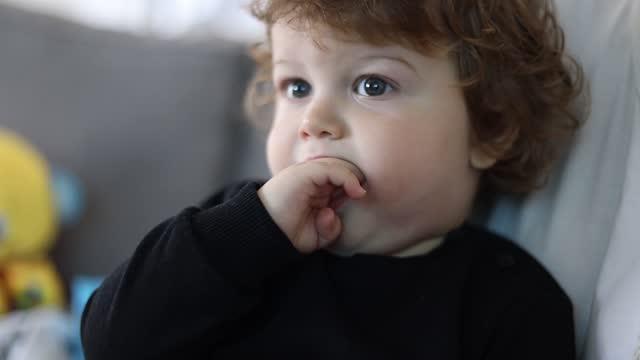 netter junge - baby boys stock-videos und b-roll-filmmaterial