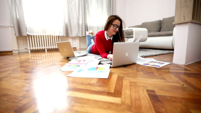 cute businesswoman - hot desking stock videos & royalty-free footage