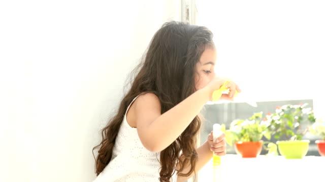 Mädchen, die s vids durchbrennen, Sexy Bilder des heißen Zapfenbikinis