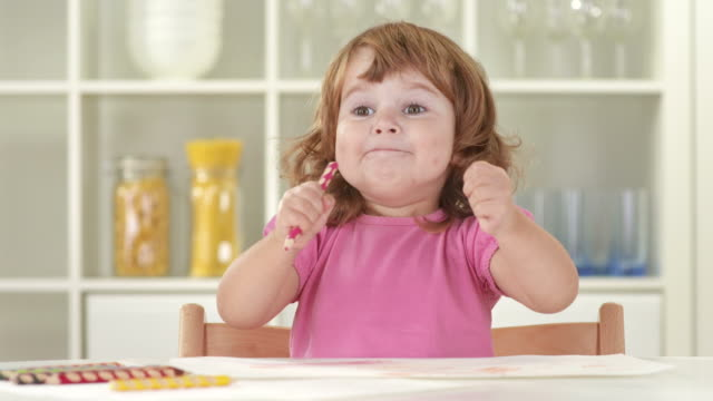 vídeos de stock, filmes e b-roll de hd: linda menina balançando um bastão os punhos enquanto se divertindo - cadeirinha cadeira