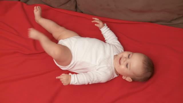 vídeos de stock, filmes e b-roll de hd: bonito bebê - só um bebê menino