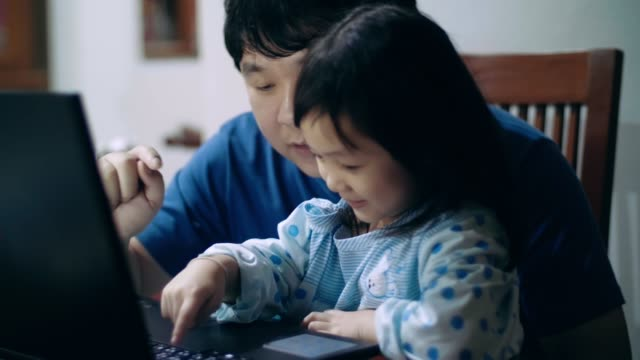 cute little girl(4-5 years) learning technology with her dad at home - 4 5 years stock videos & royalty-free footage